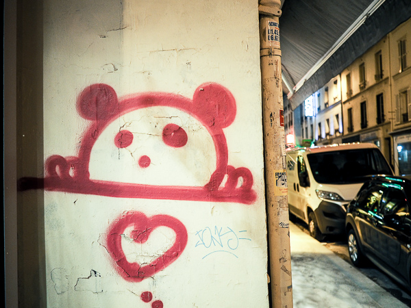 Street Art of panda overlooking a heart - Paris